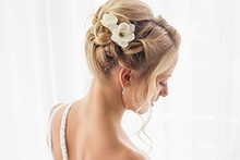 A beautiful brides hairstyle for wedding